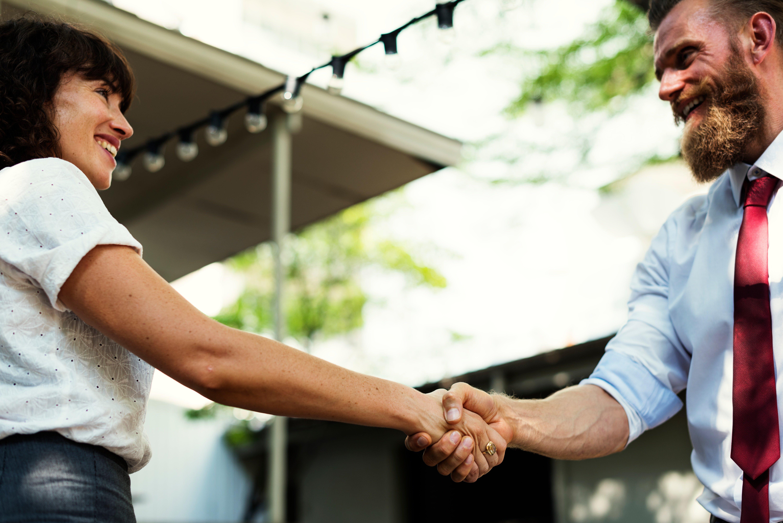 customer-satisfaction-handshake-4